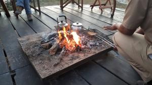 Zambia - koffie en toast, klaargemaakt op het vuurtje